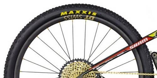 maxxis scritta gialla